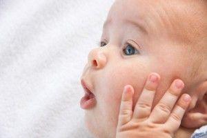 Лезут зубы: как помочь ребенку?