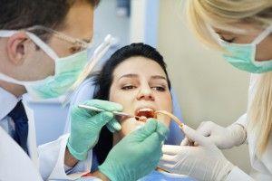 Ретракция десны и ретракционная нить в стоматлогии