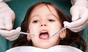 девочка у стоматолога