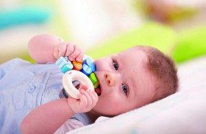 малыш-с-прорезывателем