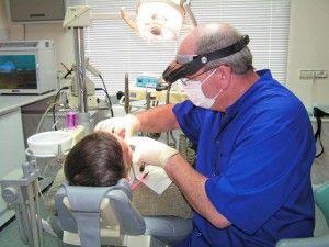 стоматолог-ортопед с пациентом