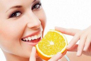 девушка и апельсин