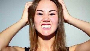 девушка с клыками