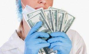 врач с деньгами