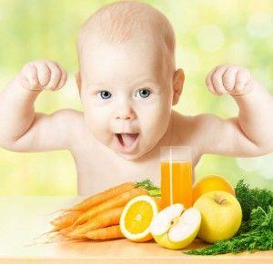 малыш и фрукты