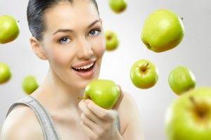 женщина и яблоко