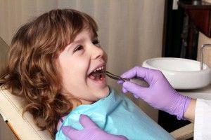 мальчик у стоматолога