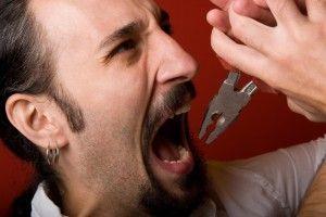 Как самому вирвать коренной зуб без осложнений